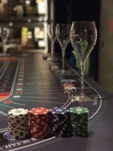Как играть в алкогольное казино охранник казино