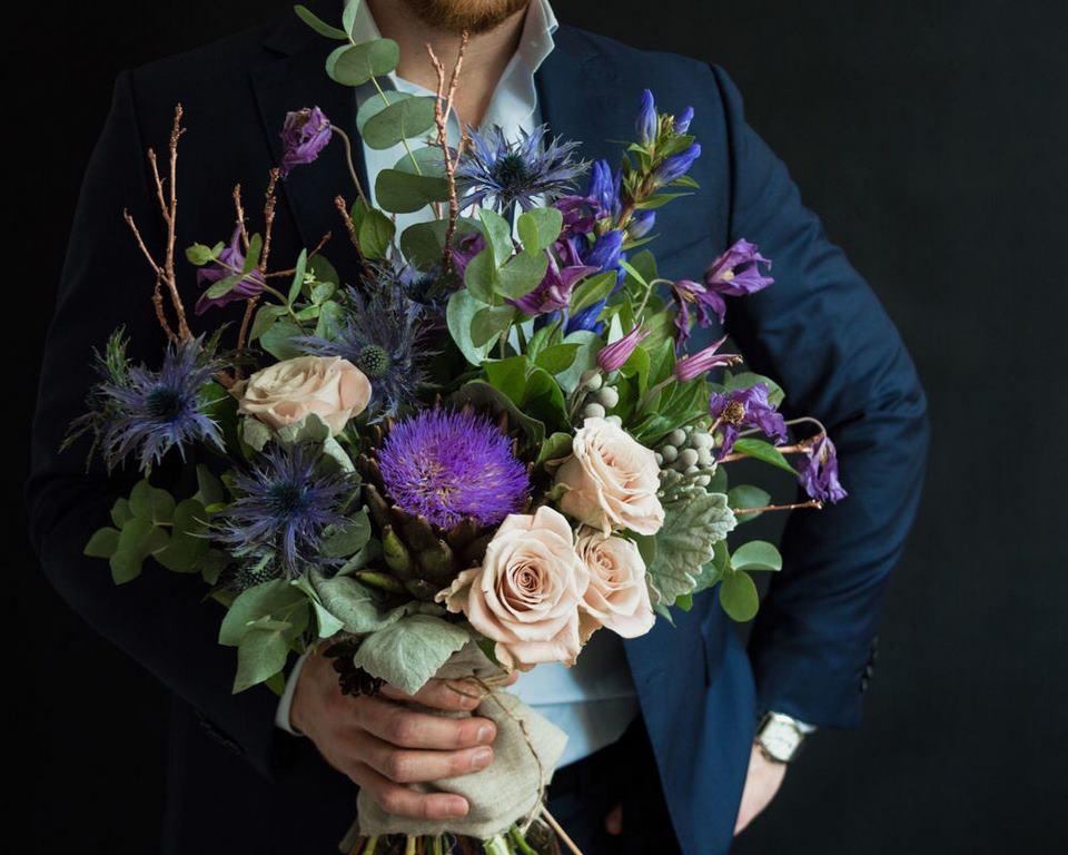 Красивые картинки мужчин с цветами
